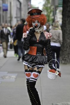 Sexy clown girl spotted in NYC Clown Costume Women, Clown Halloween Costumes, Diy Costumes, Costumes For Women, Costume Ideas, Halloween Ball, Haunted Halloween, Halloween Photos, Halloween Parties