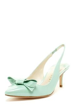 Low heeled slingback mint shoes with a simple bow #mint #mintwedding #shoes #bride #weddingshoes