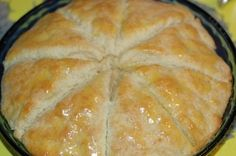 Kentucky Biscuits that melt in your mouth: 2 cups flour 1 tsp baking powder tsp baking soda 2 tablespoons sugar dash of salt cup butter cup buttermilk Don't have buttermilk? No prob, just add 1 or 2 Tbls of vinegar to milk. Breakfast And Brunch, Breakfast Recipes, Scone Recipes, Kentucky Biscuits, Biscuit Bread, Good Food, Yummy Food, Healthy Food, Bread Baking
