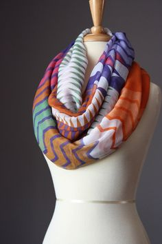 Infinity Scarf light loop tube circle multicolored over-sized zig-zag Look Fashion, Fashion Beauty, Autumn Fashion, Womens Fashion, Fashion Models, Fashion Editor, Fashion Shoes, Turbans, Chevron Infinity Scarves