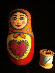 Felt Russian doll inspired by the circus. por FeltBabushka en Etsy, £45.00