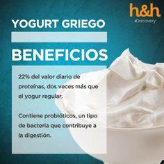 El Yogurt griego promueve la salud intestinal y ayuda a construir huesos más fuertes y fortalecer el sistema inmunológico. Además, tiene el doble de proteínas que el yogur normal y menos sodio lo cual es de gran beneficio para las personas que sufren de presión arterial y enfermedad cardiovascular. Es más fácil de digerir al contener menos lactosa lo cual promueve la buena digestión. #ComidasCurativas