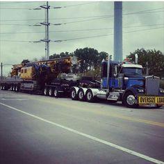 Kenworth TriAxle with 3 axle dolly & a 2 axle stinger on the very rear. Show Trucks, Big Rig Trucks, Dump Trucks, Old Trucks, Peterbilt 389, Kenworth Trucks, Train Truck, Road Train, Heavy Duty Trucks