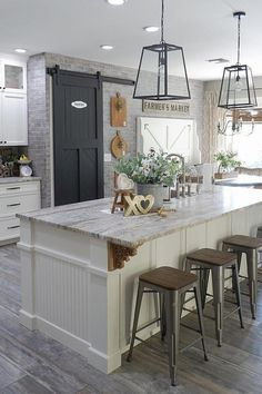 We LOVE this modern farmhouse kitchen! What is your favorite aspect of this kitchen? We LOVE this modern farmhouse kitchen! What is your favorite aspect of this kitchen? Modern Farmhouse Kitchens, Farmhouse Kitchen Decor, Kitchen Redo, Home Decor Kitchen, New Kitchen, Home Kitchens, Kitchen Dining, Farmhouse Homes, Kitchen Modern
