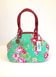 Retro style Carpetbag - Gorgeous Jennifer Paganelli Beauty Queen fabrics - Melody Green and Linky Love in pink