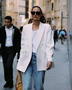 the perfect minimal style inspiration - white blazer, white t-shirt and medium wash jeans Daily Fashion, Everyday Fashion, Spring Fashion, Milan Fashion, Looks Street Style, Looks Style, My Style, Daily Style, Curvy Style