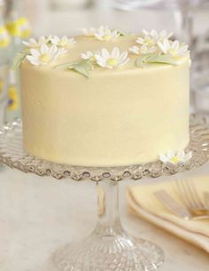 Peggy Porschen Lemon Limoncello cake: I love the daisies on this Pretty Cakes, Cute Cakes, Beautiful Cakes, Amazing Cakes, Lemon Curd Dessert, No Bake Cookies, No Bake Cake, Mini Cakes, Cupcake Cakes