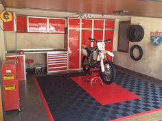 Moduline Cabinets in motocross garage Man Cave Garage, Garage Bike, Bike Shed, Motorcycle Garage, Garage Shop, Motorcycle Shop, Motocross Shop, Garage Shelving, Garage Storage