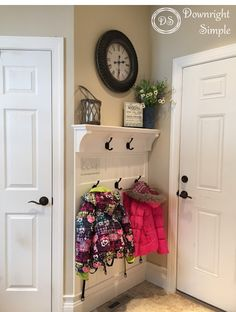 Awesome ideas for backpack storage using small spots in your home. No mudroom, no problem. Keep the backpacks from laying on your floor. Backpack Wall, Backpack Storage, Small Entryways, Small Hallways, Affordable Home Decor, Cheap Home Decor, New House On A Budget, Entry Way Design, Foyer Decorating