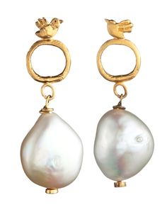 Natalie Frigo's charming bird earrings have us singing with delight. These dainty birds atop fresh water pearls hit every note perfectly. Girl with the Pearl Earrings! Pearl Jewelry, Jewelry Art, Jewelry Accessories, Fine Jewelry, Jewelry Design, Fashion Jewelry, Jewelry Making, Gold Jewellery, Skull Jewelry