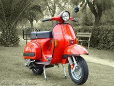 Piaggio Vespa P200e