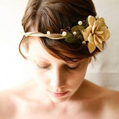 View: Crowning glory: 15 woodland wedding hair wreaths  | viewer  picture