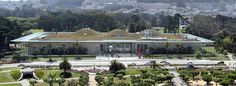 california academy of sciences, san francisco, renzo piano, 2008 - green roof - dome structure, like classical architecture - the building itself is very expensive - if it is changing the environment that much at all - doesnt function as the interactivity - is kind of like a modern paradigm