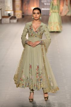 green embroidered Anarkali gown Shyamal Bhumika Mehendi Green anarkali gown by Shyamal Bhumika Pakistani Dress Design, Pakistani Outfits, Indian Outfits, Dress Indian Style, Indian Dresses, Lehenga Choli, Anarkali Gown, Anarkali Suits, Punjabi Suits