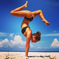 Some amazing yoga poses pictures of Rachel Brathen onto her Yoga Lifestyle blog.