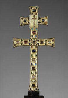 Reliquary Cross [Made in Limoges, France] (2002.18) | Heilbrunn Timeline of Art History | The Metropolitan Museum of Art