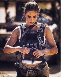 Beautiful And Hot Women In Israel Defense Forces - Israeli Army Girls - Stunning IDF Girls - Beautiful Women in Israel Defense Forces - Military Cigars And Women, Women Smoking Cigars, Cigar Girl, Female Soldier, Warrior Girl, Military Women, Badass Women, Mad Max, Airsoft