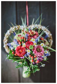 Hochzeit im Allgäu Wedding Bouquets, Wedding Flowers, How To Get Rich, Ceremony Decorations, Corsage, Dream Life, Beauty Hacks, Centerpieces, Floral Wreath