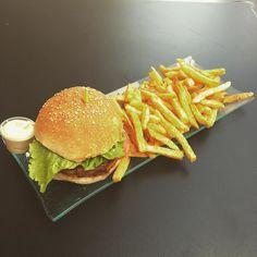 #burger#fritebelge#miam#bonapp#good#follow#followforfollow#hum#goodtime#lareunion#974#reunionisland#singer#hookah#belgique#liege#biere#food# by diam0nd974