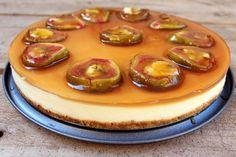 Esta Tarta de queso y brevas es una variante a la tradicional tarta de queso con cobertura de fresas ofrutos rojos.