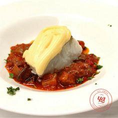 Para todos los amantes del pescado! Qué os parece un Bacalao gratinado con muselina suave sobre pisto de verduras? #TuBodaConCateringYa
