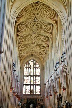 Bóveda de abanico en la abadía gótica de Bath al sur de Inglaterra