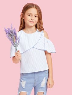 SHEIN offers Girls Cold Shoulder Varsity Striped Top & more to fit your fashionable needs. Moda Junior, Kids Outfits, Cute Outfits, Kids Fashion, Fashion Outfits, Girls Blouse, Miss Me Jeans, Girls Shopping, Celebrity Weddings