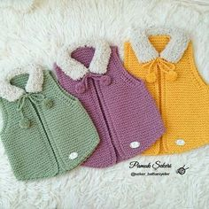 Knitting Pattern for Garter Stitch Baby JacketBaby cardigan knit in garter stitch with options for knit edging or crochet edging. Knitting For Kids, Baby Knitting Patterns, Baby Patterns, Hand Knitting, Cardigan Bebe, Baby Cardigan, Knit Or Crochet, Crochet For Kids, Pull Bebe