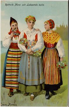 Rättvik, Mora and Leksandskulla folk dress in Sweden from Dalarna region. Note the middle dress: green skirt with pale blue embroidered apron with red vest. Swedish Christmas, Scandinavian Christmas, Sweden Costume, Voyage Suede, Folk Costume, Costumes, Scandinavian Folk Art, Scandinavian Embroidery, Embroidered Apron