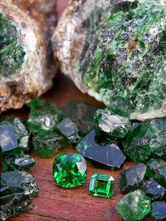 Tsavorite - fieldgemology.org where passion for gemology (gemmology) and traveling meets!.