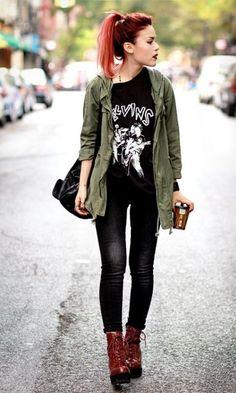 Aquele casaco da Katniss com sombrinhas por dentro +qualquer camiseta preta com estampa nerd que você tenha = muito amor!!