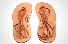 原始のフットウェア登場。オール天然皮革の Bedrock Sandals「Primal」