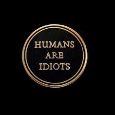 Humanos são idiotas