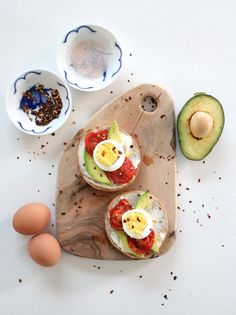 Healthy Avocado Toast with Cream Cheese, Roasted Tomatoes and Boiled Eggs www.simplestylings.com