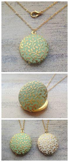 Medaillon Kette in Mint mit goldenen Akzenten, Boho Stil / boho style necklace with medaillon in mint made by MiMaMeise via DaWanda.com