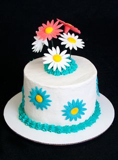Flower Cake - A simple dessert cake. You don't need to go crazy to have a nice cake.  www.sweetlywildbakes.com