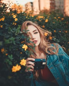 Photos in the nature Creative Portrait Photography, Tumblr Photography, Creative Portraits, Girl Photography Poses, Photography Backdrops, Girl Photo Poses, Girl Poses, Cute Poses For Pictures, Aesthetic Girl