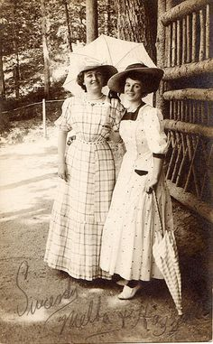 Edwardian loved Parasols !  Freedom of movement was now demanded by more and more women. One popular accessory which remained fashionable until 1910 was the parasol ! On a sunny afternoon no respectable woman was seen without one.