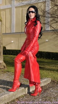 Hot Outfits, Fall Outfits, Leather Fashion, Red Leather, Leder Outfits, Leather Dresses, Leather Gloves, Thigh High Boots, Thigh Highs