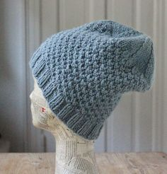 Støvet gråblå hue i strukturtern - susanne-gustafsson. Keep Warm, Hobbit, Knitted Hats, Knit Crochet, Knitting Patterns, Winter Hats, Beanie, Dresses, God Mad
