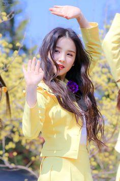 i love melting Kpop Girl Groups, Korean Girl Groups, Kpop Girls, Extended Play, Korean Beauty, Asian Beauty, Wubba Lubba, K Idols, Olivia Hye