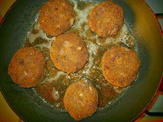 noga w kuchni: Kotlety z czerwonej fasoli z puszki z czerwoną cebulką.
