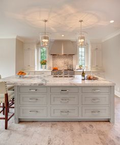 White Cabinets With Copper Hardware Kitchen Cabinet Hardware Ideas Pulls Or Knobs How To Choose Cabinet Hardware Size What Color Hardware For White Kitchen Cabinets Kitchen And Bath, New Kitchen, Kitchen Dining, Kitchen Decor, Kitchen Ideas, Kitchen Colors, Awesome Kitchen, Kitchen Trends, Kitchen Paint