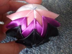 quilted ball tutorial - christmas bauble - with ribbon (use Ostara colors; yellow, green and pastels)