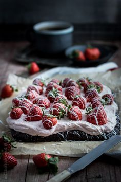 Strawberry Mascarpone Brownie  I will have to decipher this recipe into ENGLISH! I am thinking raspberries would be lovely too...