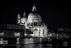 Basílica de Santa Maria della Salute - Pinned by Mak Khalaf Black and White MonumentoVeneciaancientarchitecturebasílicablack and whitebuildingchurchcityscapeeuropehistoricitalymonumentnighttourismtravelviewItaliaMaríaSaluteSantaVenice by cranto