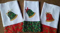 Pano de prato em sacaria de ótima qualidade (100% algodão), com barrado em tecido de algodão estampado e aplicação bordada.