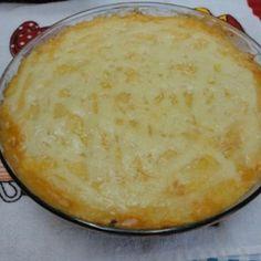 Receita de Escondidinho de Mandioca com Recheio de Frango - 1 kg de mandioca cozida em água e sal, 2 colheres (sopa) de manteiga, 2 colheres (sopa) de reque...