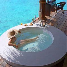 Relax ☀ #спа #интерьер #экстерьер #релакс #девушка #шляпа #море #тепло #веранда #бассейн #стиль #воскресенье #хочу #на_отдых #путешествие