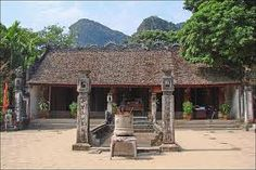 It's now time to pay a visit to the famous King of Vietnam's temple – King Dinh Tien Hoang's. The temple is located in Truong Yen village, Truong Yen commune, Hoa Lu town, in a garden of 5 hectares wide.